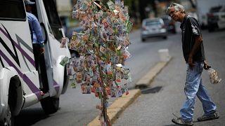آمریکا بانکهایی را که با دولت مادورو کار می کنند تحریم میکند