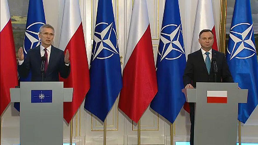 """NATO főtitkár: A lengyel hadsereget """"ki kell emelni a komfortzónából"""""""
