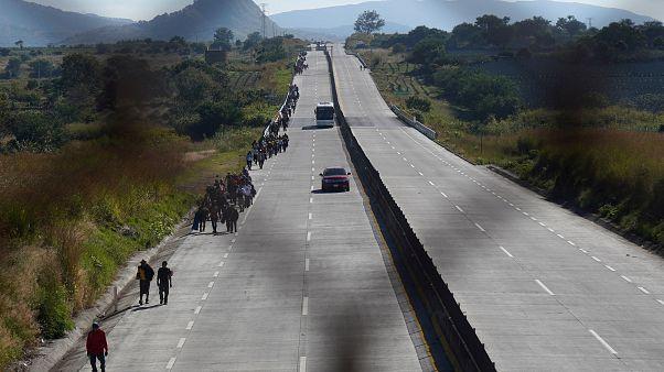 Al menos 25 muertos al volcar un camión con migrantes en el sur de México
