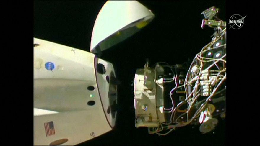 """كبسولة """"سبيس إكس"""" غير المأهولة تعود إلى الأرض من محطة الفضاء الدولية"""