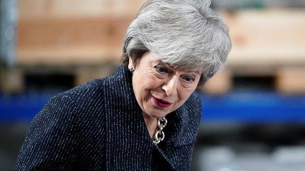 Тереза Мэй пытается уговорить Брюссель