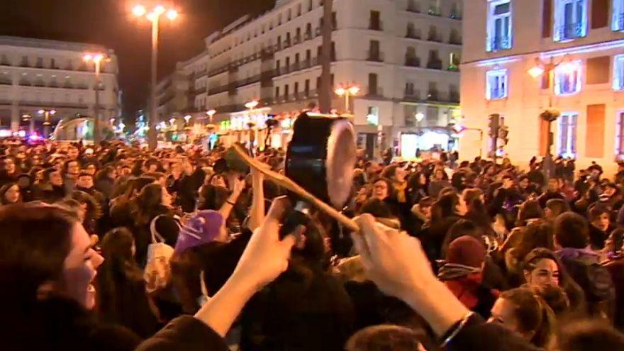 گردهمایی شبانه زنان در مادرید به مناسبت روز جهانی زن