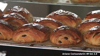 Des chocolatines dans une boulangerie à Paris. Non, des pains au chocolat !