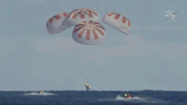 فرود محفظه (کپسول) دراگون در اقیانوس اطلس