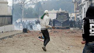 درگیری شدید نیروهای امنیتی الجزایر و مخالفان بوتفلیقه در چند شهر