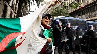 Algerien: Tausende gegen Bouteflika auf der Straße