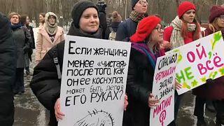 Mujeres por la igualdad de género se concentran en Moscú