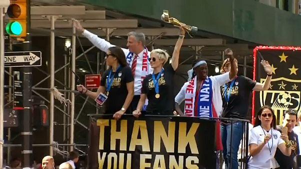 شکایت قضایی تیم ملی فوتبال زنان آمریکا در خصوص شرایط تبعیض آمیز جنسیتی