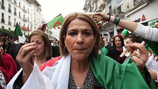 Algeria, scontri a margine di un'enorme manifestazione anti-Bouteflika