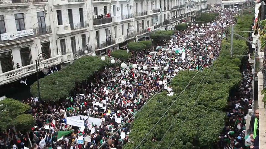 Continuam os protestos contra recandidatura do presidente argelino