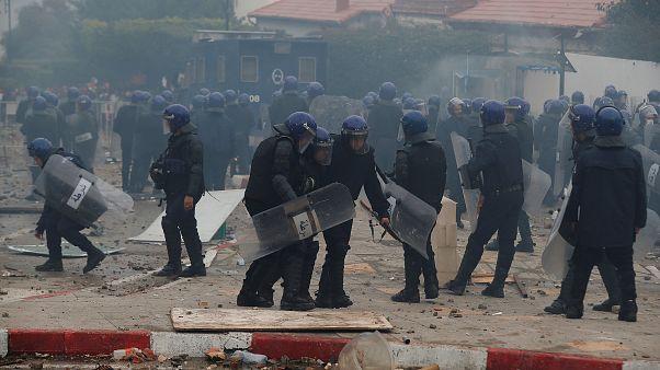 Αλγερία: Τραυματίες στη διαδήλωση κατά του Μπουτεφλίκα