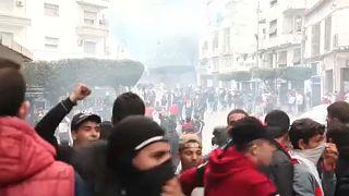 Algériai tüntetések: vízágyú, könnygáz, hanggránát