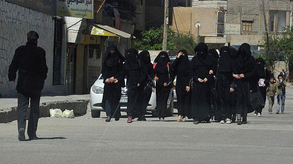 """زوجات داعش: شجار وشتائم واعتداء """"الأجنبيات"""" على """"المحليات"""""""