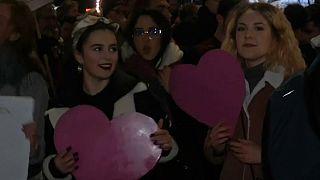 رقص و پایکوبی زنان و دختران لهستانی در روز جهانی زن در ورشو