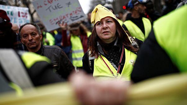 """فرنسا: احتجاجات جديدة """"للسترات الصفراء"""" بلمسة نسائية"""