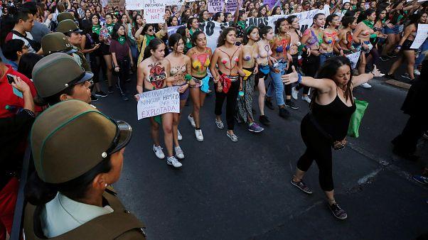 النساء في أميركا اللاتينية ينتقدن الحكومات في عيدهن العالمي