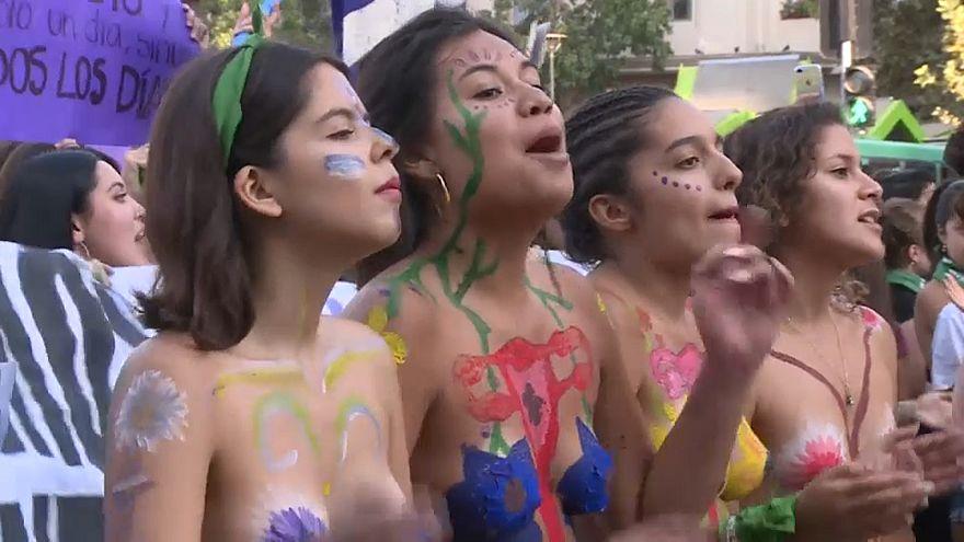 Latin Amerikalı kadınlar '8 Mart Dünya Emekçi Kadınlar Günü' için yürüdü