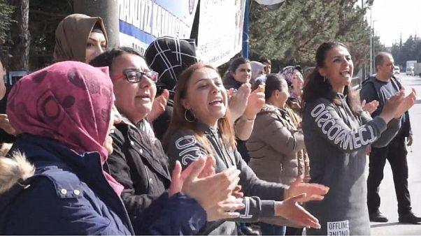 Video   Flormar işçileri 297. gününde eylemlerine son verdi