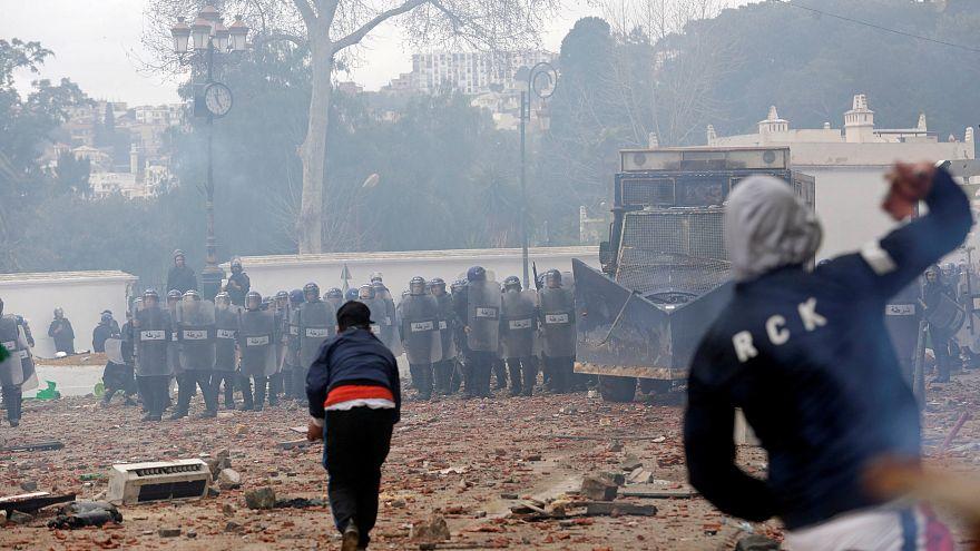 Насилие и грабежи на фоне протестов