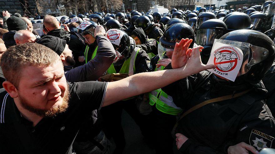 Kiew: Rechtsextreme gehen gegen Korruption auf die Straße
