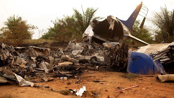 Kolombiya'da uçak kazası: 14 kişi hayatını kaybetti
