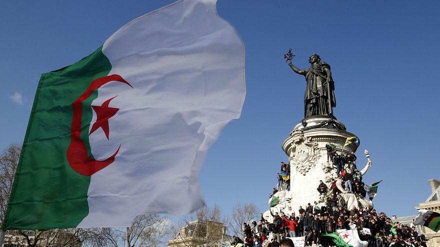 شاهد: الاف الجزائرين في فرنسا يتظاهرون ضد ترشح بوتفليقة لولاية خامسة