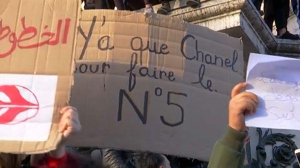El avión de Buteflika aterriza en Argelia en medio de protestas para evitar su quinta candidatura