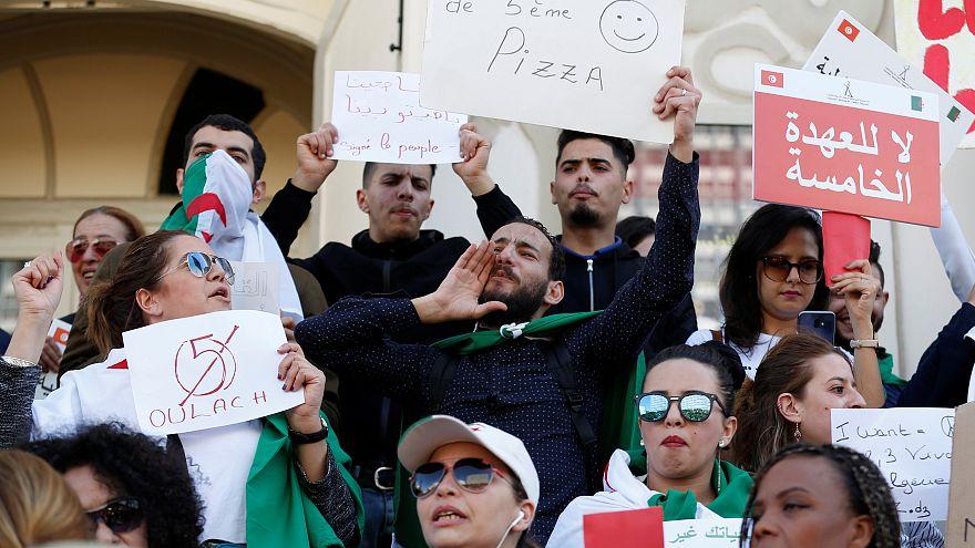 عبدالعزیز بوتفلیقه در میان اعتراضات گسترده مردم وارد الجزیره شد