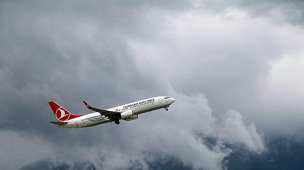 شاهد: لحظات الرعب والدمار على متن رحلة للخطوط الجوية التركية بسبب إضطرابات جوية