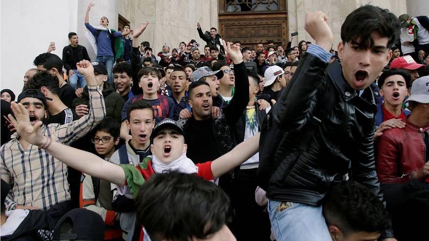 Presidential plane lands in Algeria amid ongoing anti-government protests