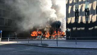 شاهد: انفجار حافلة ركاب وسط ستوكهولم
