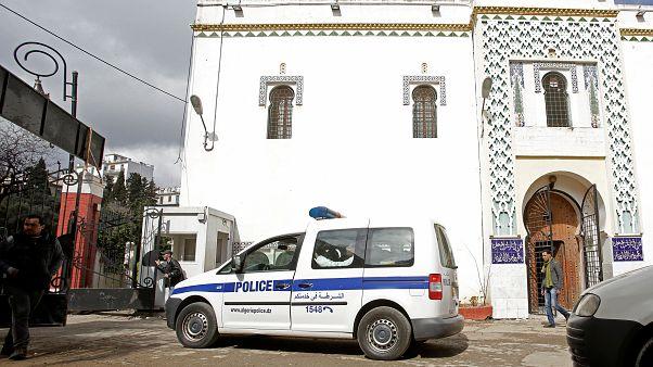 اعتراضات الجزایر؛ تخریب یک موزه آثار باستانی و آتش زدن یک مدرسه