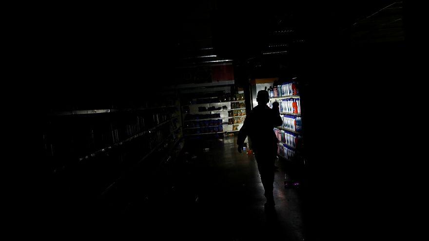 Venezuela'da hayat durdu: Elektrik kesintisi nedeniyle okullar ve devlet daireleri tatil edildi