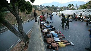 أفراد الجيش يوقفون أشخصا اقتحموا مراكز تجارية كاراكاس