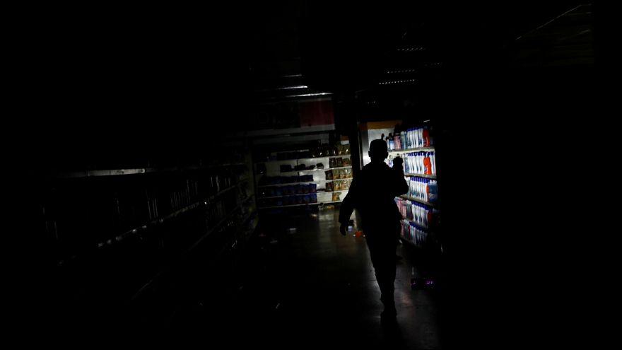 La galère des Vénézuéliens, sans électricité depuis 4 jours