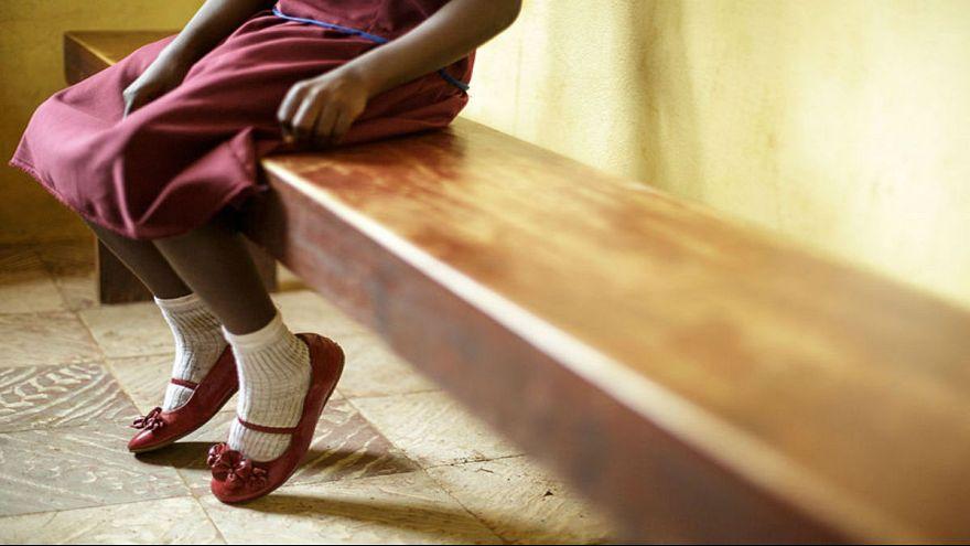 حکمی بیسابقه؛ دادگاه بریتانیا مادری را به جرم ختنه دخترش به ۱۱ سال زندان محکوم کرد