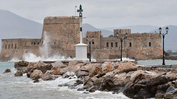 Έκτακτο δελτίο ΈΜΥ: Πτώση θερμοκρασίας, βροχές, καταιγίδες και θυελλώδεις άνεμοι