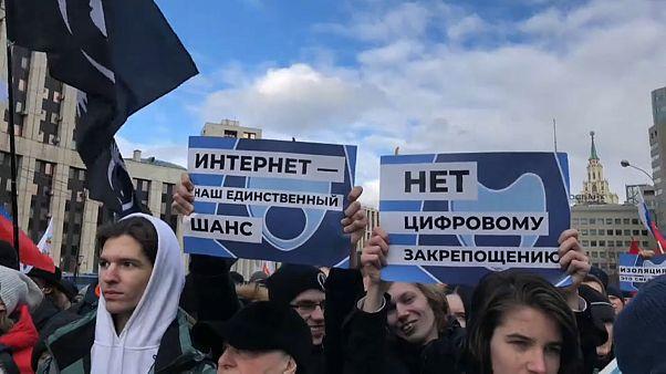 Песков: «Власти не блокируют Рунет, а защищают»