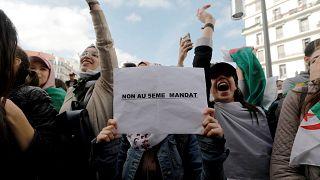 Les Algériens se sentent floués : Bouteflika, rusé, prolonge son mandat