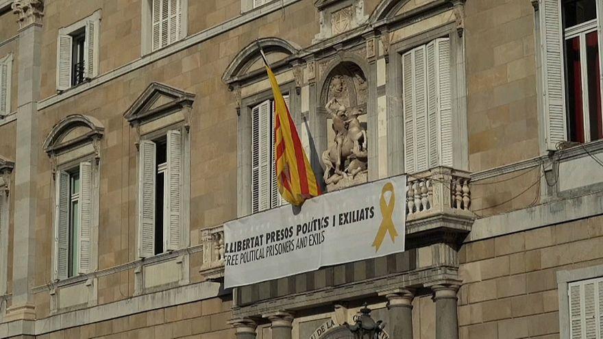 Ordenan retirar todos los símbolos independentistas de la Generalitat