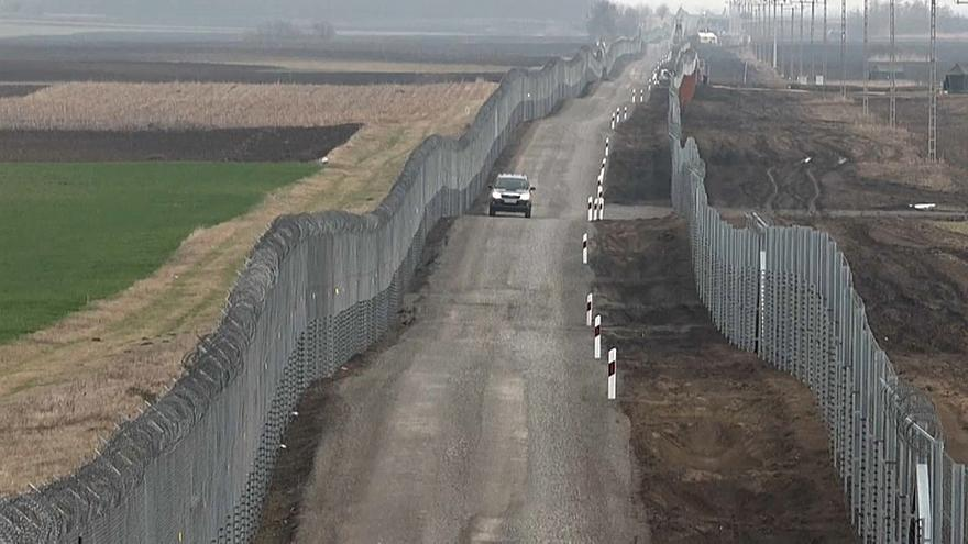 صورة للحدود بين المجر وصربيا