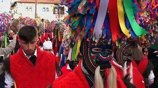 شاهد.. احتفالات قرية يونانية ببداية أربعينية الصوم