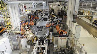VW: Στροφή στην ηλεκτροκίνηση και περικοπή θέσεων εργασίας