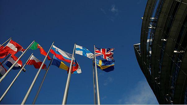 الاتحاد الأوروبي يتبنى قائمة سوداء جديدة للملاذات الضريبية تضم الإمارات وعمان