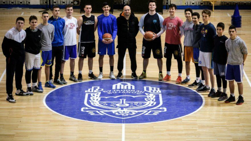 Η ομάδα μπάσκετ που ενώνει τρεις διαφορετικές εθνικότητες