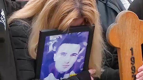 A tüntetések után újratemetik a boszniai fiatalt