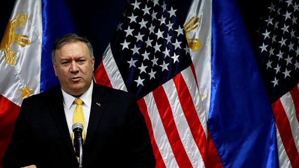 وزير خارجية الولايات المتحدة مايك بومبيو متحدثا إلى الإعلام في الفلبين