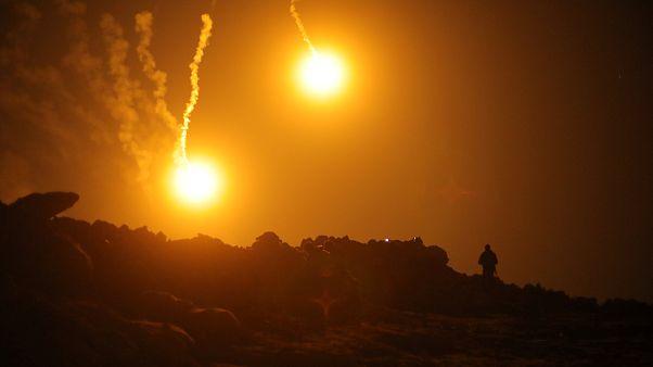 قنابل ضوئية فوق الباغوز