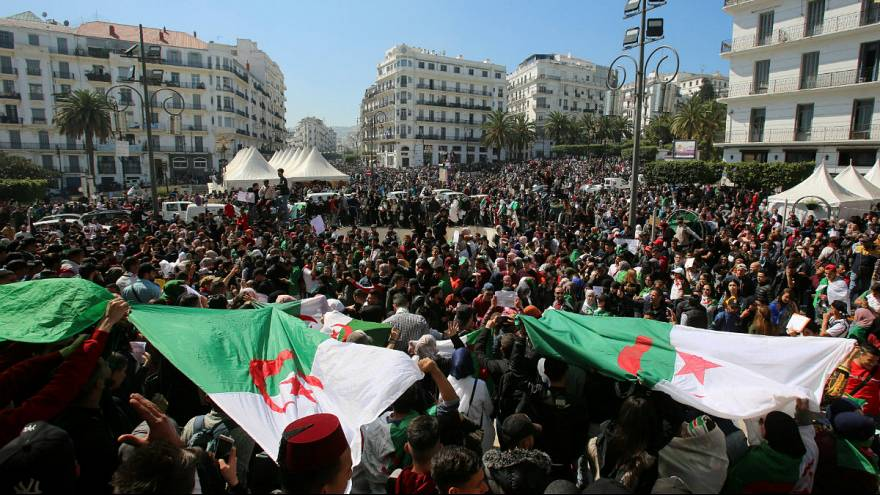 ادامه اعتراضها در الجزایر؛ معترضان خواستار تغییرات سیاسی فوری هستند