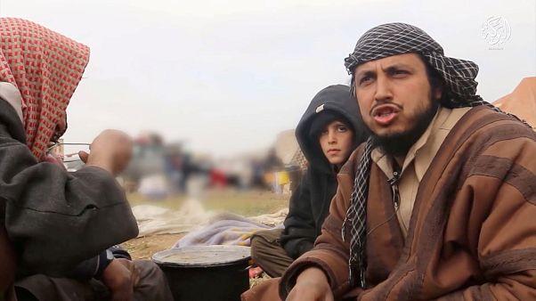 رجل تقول رويترز إنه عنصر في تنظيم الدولة الإسلامية